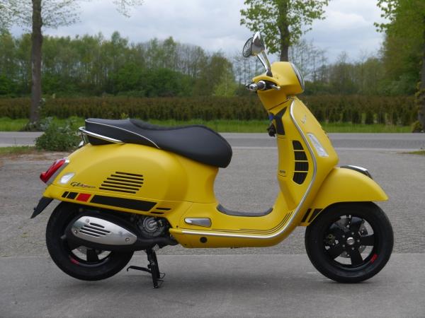 vespa gts 300 e4 super sport giallo titanio de vespa. Black Bedroom Furniture Sets. Home Design Ideas