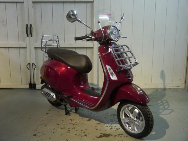 Vespa Primavera Touring Rosso Metallic De Vespa Garage