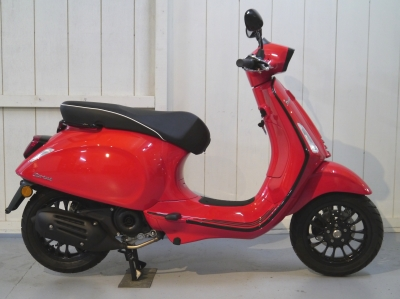 Vespa Sprint Notte Edition
