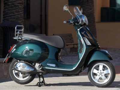 Vespa GTS Touring 300 HPE Forest Green