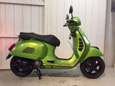 Vespa GTS 300 E4 Super black edition