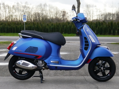 Vespa GTS SuperSport 300 HPE Blue Vivace