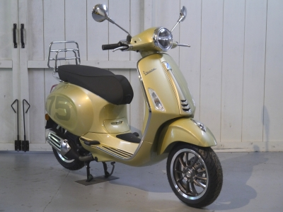 Vespa Primavera 75th